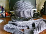 Продаётся  комплект - шапка и шарф